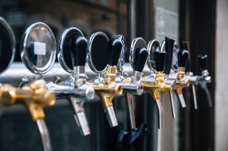 Piwa klepnięcie z rzędu zdjęcia stock