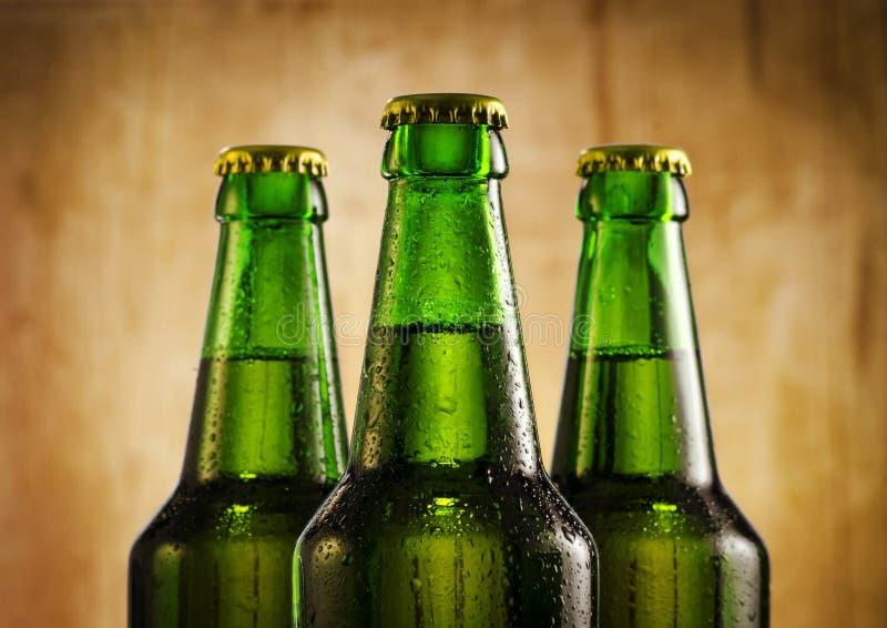 Piwne butelki obrazy stock