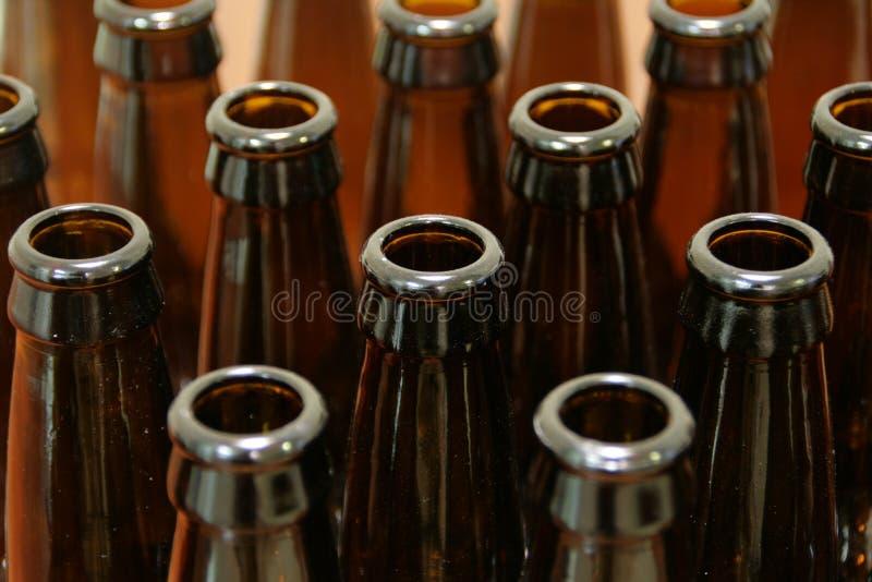 piwne butelki opróżniają zdjęcia stock