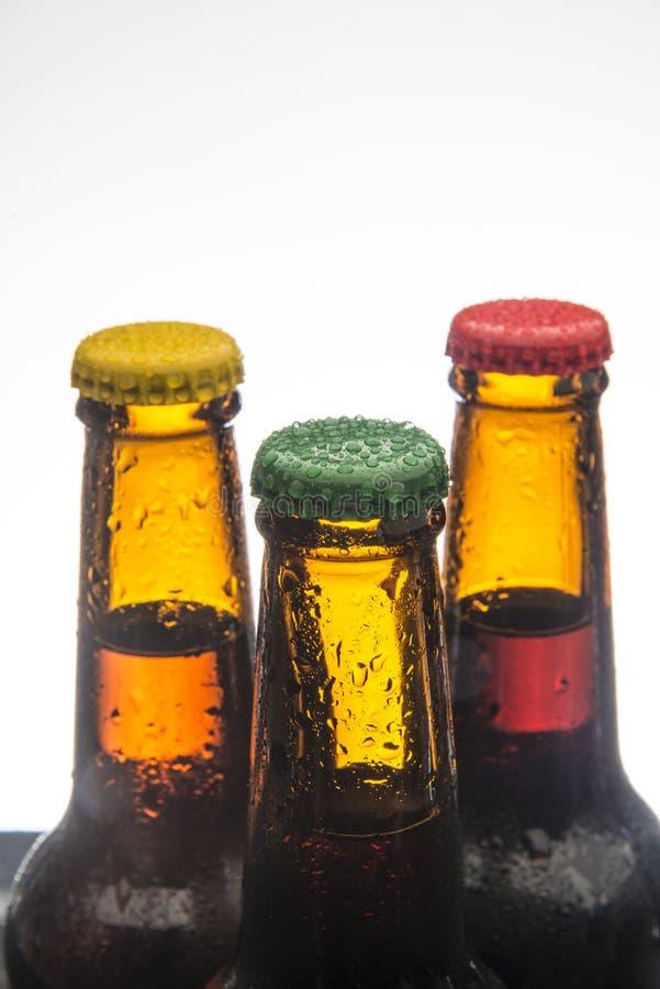 Download Piwne Tło Butelki Barwią Delikatna Pomarańcze Fotografującego Pracownianego Kolor żółty Obraz Stock - Obraz złożonej z przemysł, fielder: 53792297