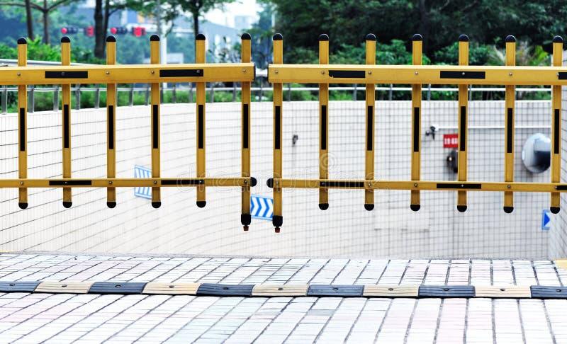 piwnicy ogrodzenia udziału parking zdjęcia stock