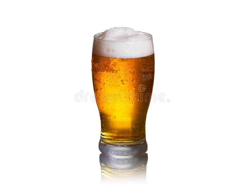Piwo na białym tle, horyzontalnym Szkło ale fotografia royalty free