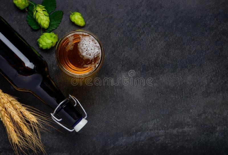 Piwo z Chmielowej, banatki i kopii przestrzenią zdjęcia royalty free