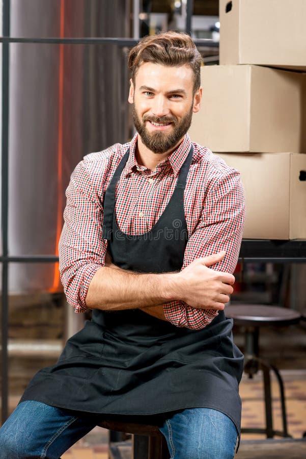 Piwowar przy piwną produkcją zdjęcie royalty free