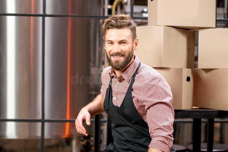 Piwowar przy piwną produkcją fotografia royalty free