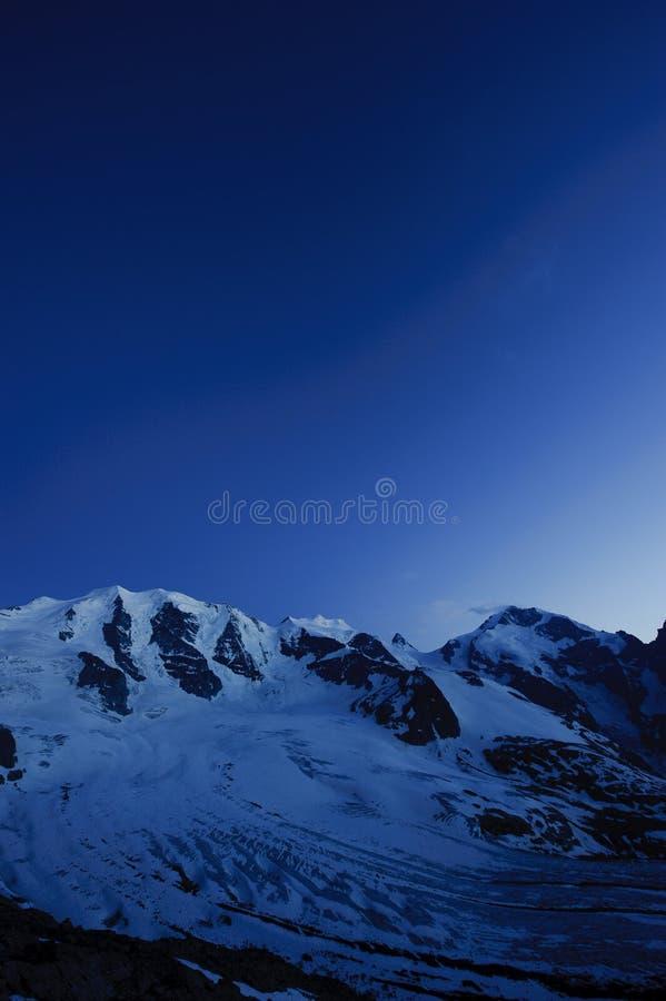 Piz Palu e Piz Bernina imagem de stock