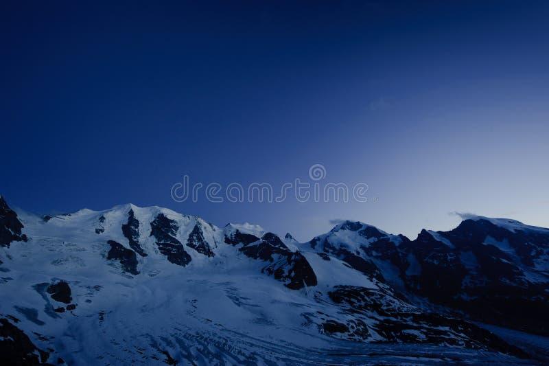 Piz Palu e Piz Bernina imagens de stock royalty free