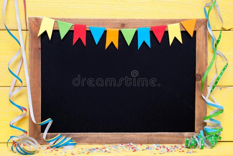 Pizarra con la decoración del partido, espacio de la copia imagen de archivo libre de regalías