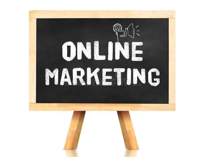 Pizarra con palabra y el icono en línea del márketing en el backgrou blanco ilustración del vector