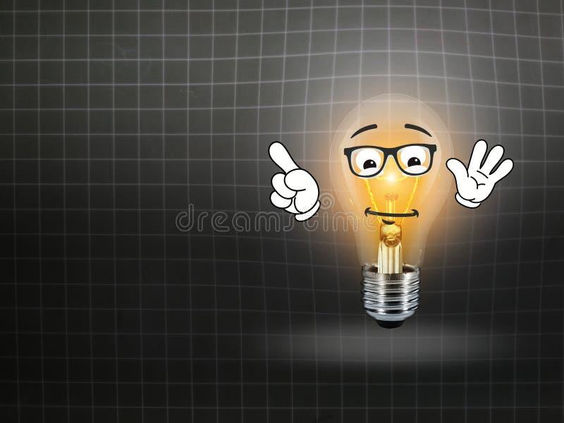 Pizarra del fondo de la idea de la luz de la lámpara del bulbo fotos de archivo libres de regalías