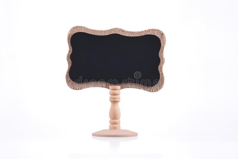 Pizarra en el soporte de madera aislado en blanco imagen de archivo libre de regalías