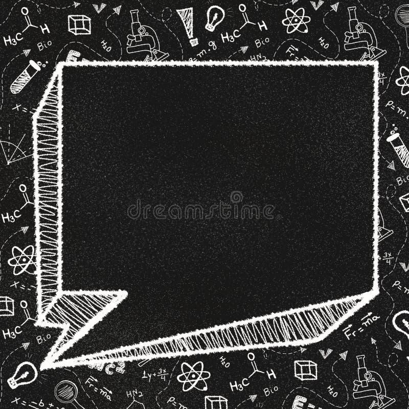 Pizarra texturizada con una burbuja vacía del discurso y garabatos temáticos de la escuela fotos de archivo