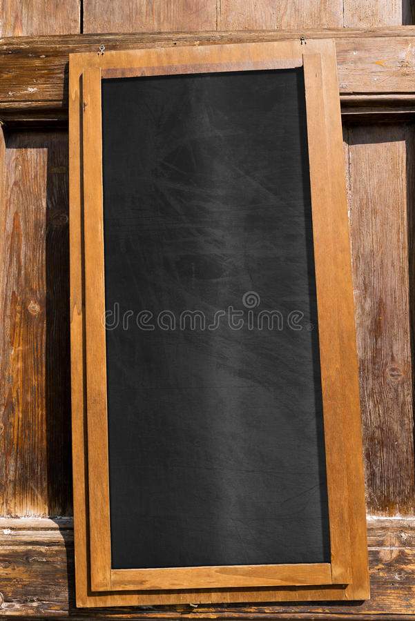 Pizarra vacía con el marco de madera foto de archivo libre de regalías