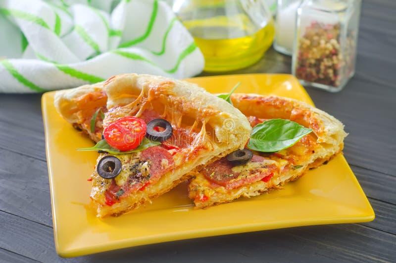 Download Pizza fotografering för bildbyråer. Bild av färgrikt - 37346059