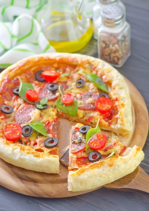 Download Pizza arkivfoto. Bild av matlagning, skorpa, close, vitlök - 37346062