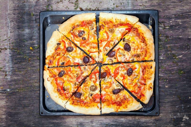 Download Pizza imagen de archivo. Imagen de cebolla, tarjeta, italia - 42426777