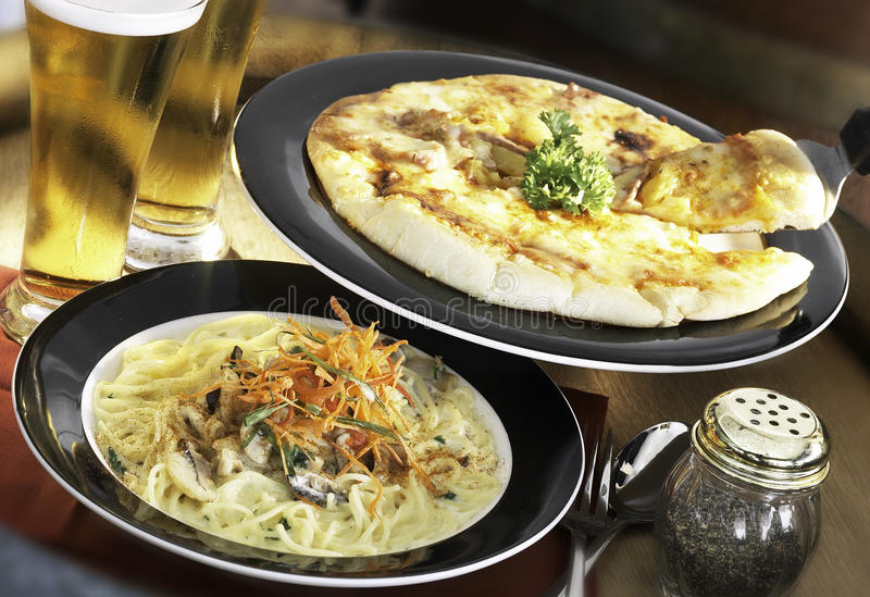 Pizza & pasta immagine stock libera da diritti