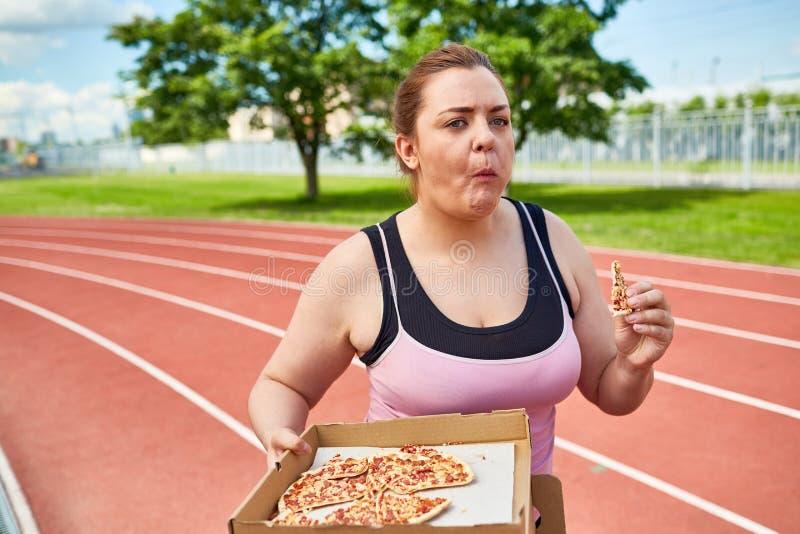Pizza in beweging royalty-vrije stock fotografie