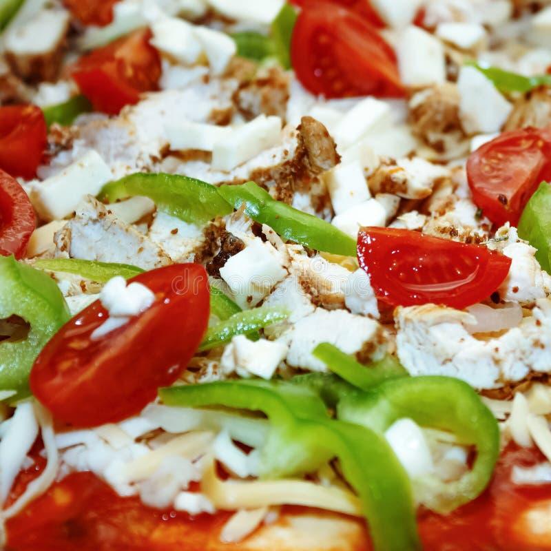 Pizza casalinga Riempimento crudo immagini stock libere da diritti