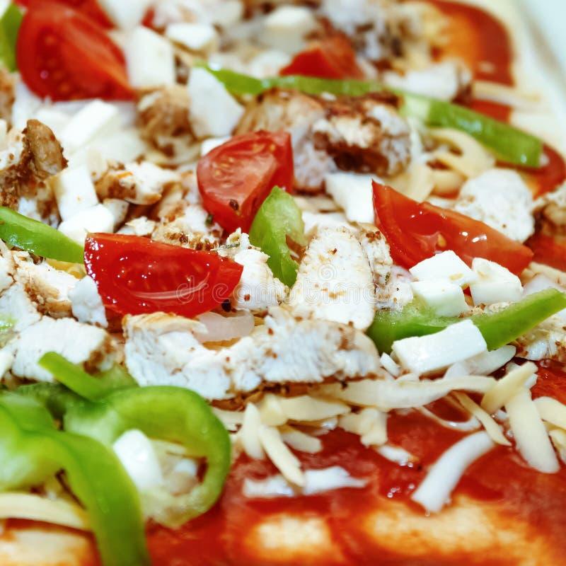Pizza casalinga Riempimento crudo fotografia stock libera da diritti