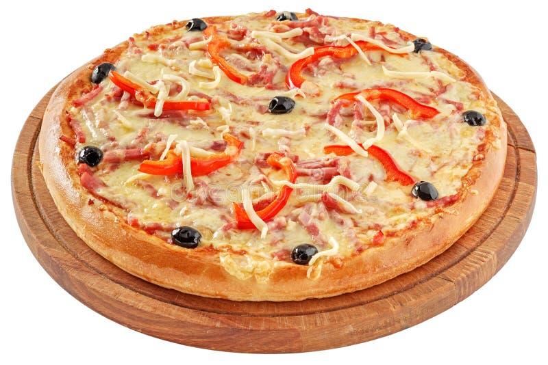 Pizza clássica com tomates e pimenta vermelha imagens de stock royalty free