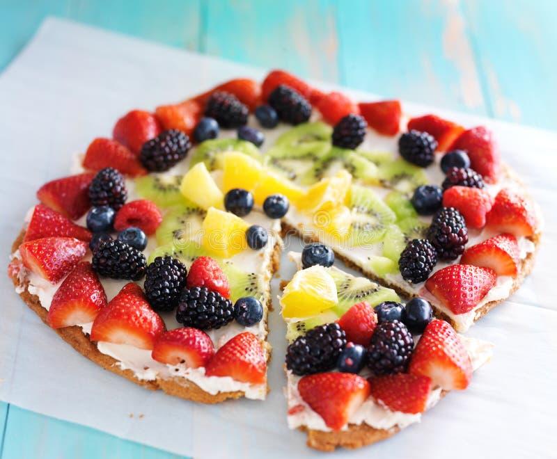 Pizza colorida do fruto fotografia de stock