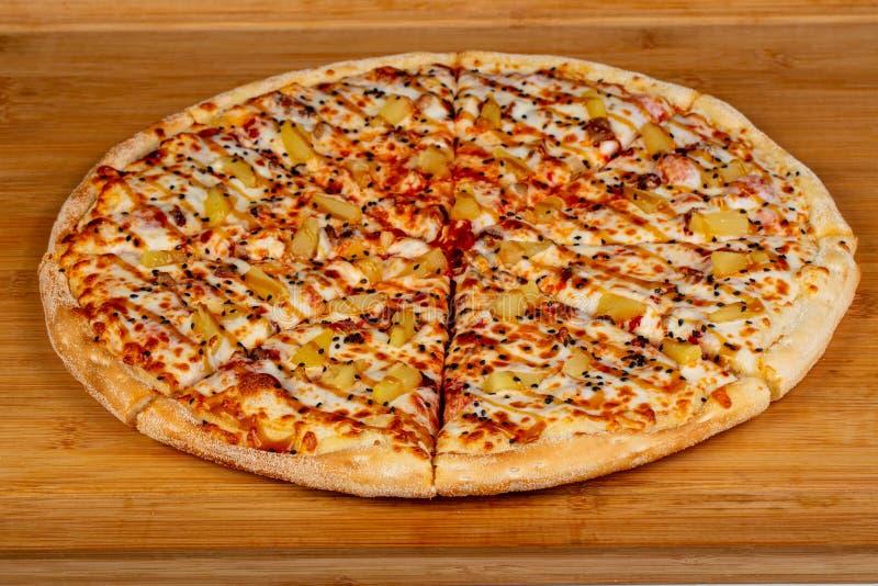 Pizza com abacaxi imagens de stock royalty free