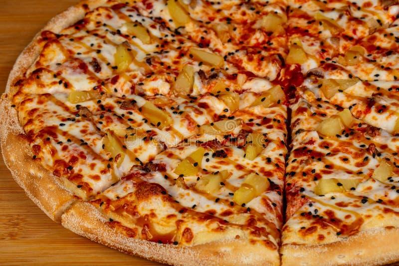 Pizza com abacaxi foto de stock royalty free