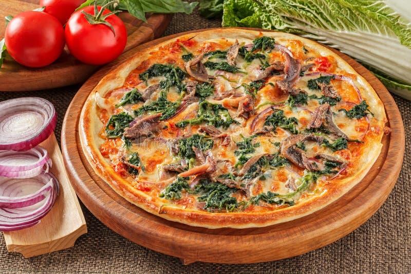 Pizza com anchovas fotografia de stock royalty free