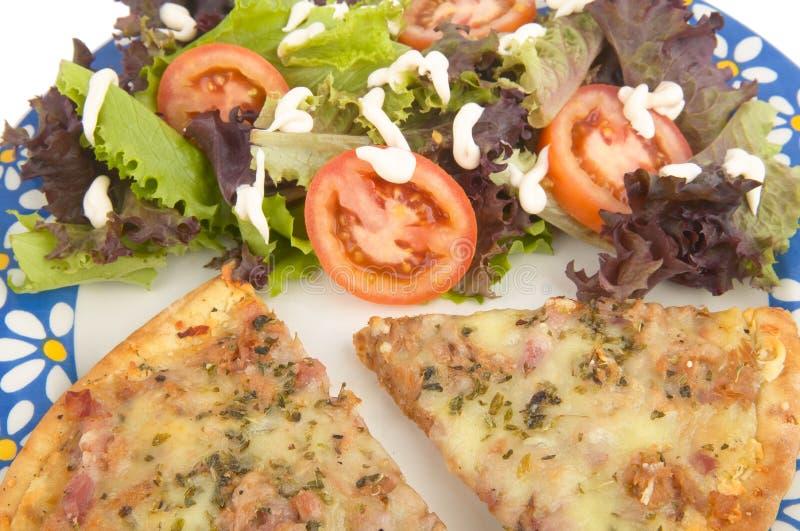 Pizza com salada imagem de stock royalty free