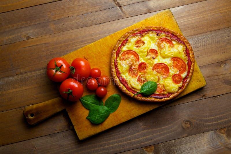 Pizza com vegetais imagem de stock