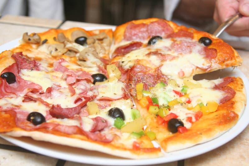 Pizza con il prosciutto fotografia stock