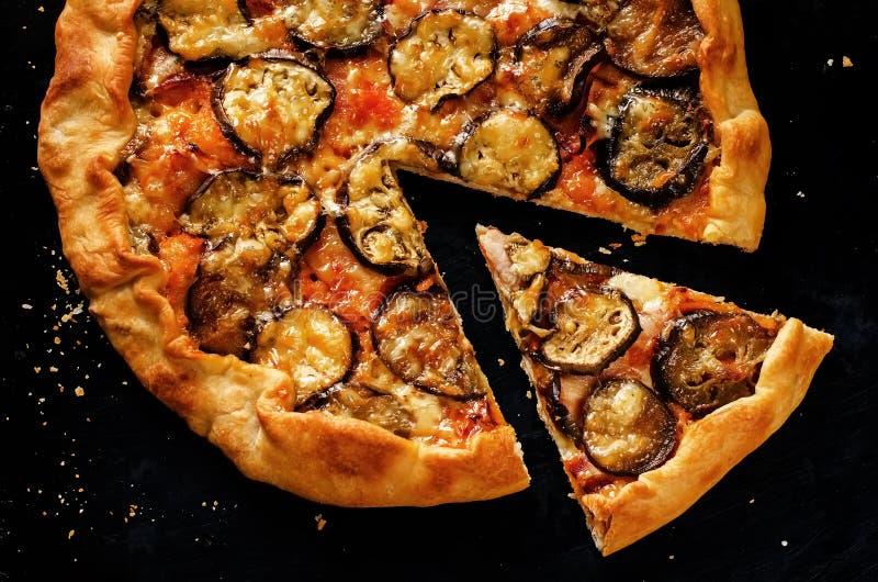 Pizza con la berenjena fotografía de archivo