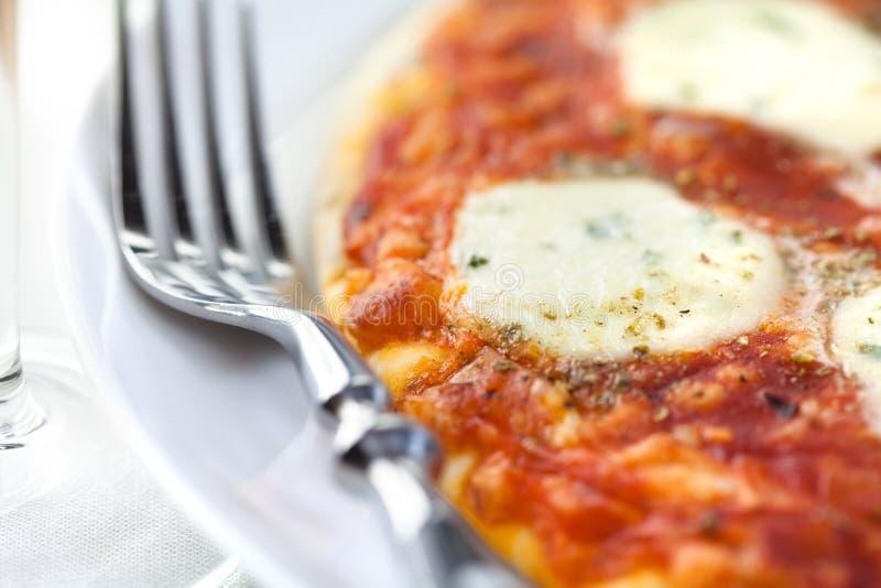 Pizza con la mozarela fotos de archivo