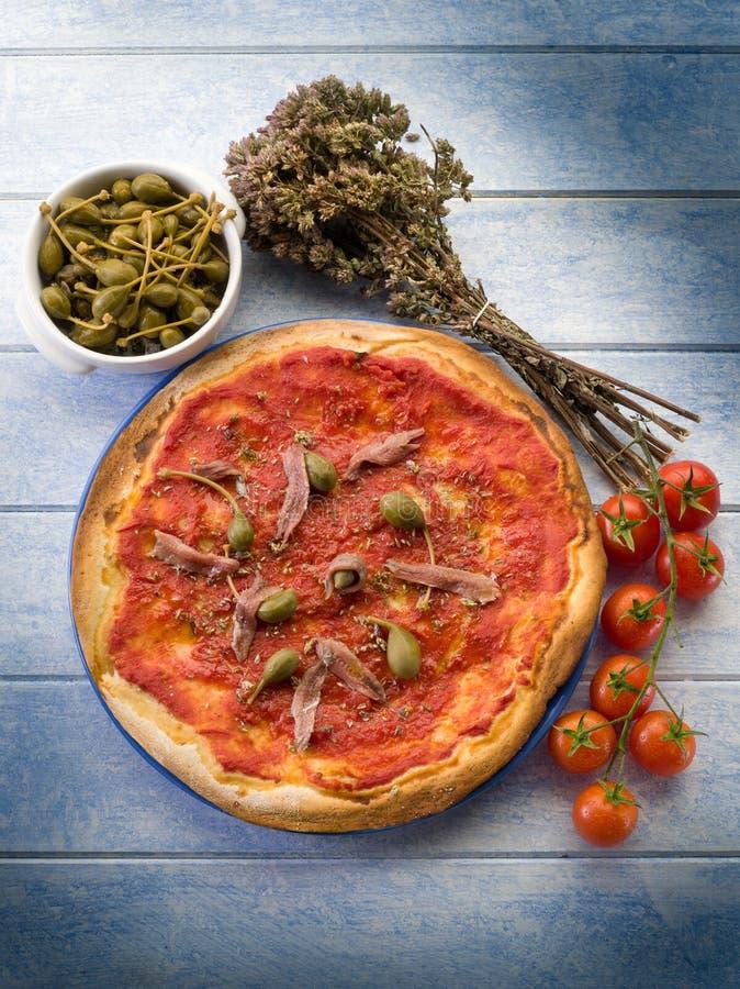 Pizza con las anchoas imagen de archivo libre de regalías