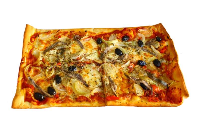 Pizza con le acciughe, le lampadine ed il peperoncino rosso fotografie stock