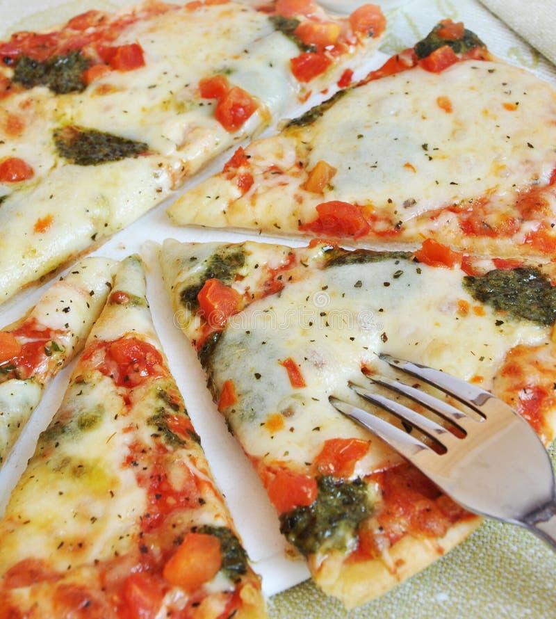 pizza con queso de la mozarela foto de archivo