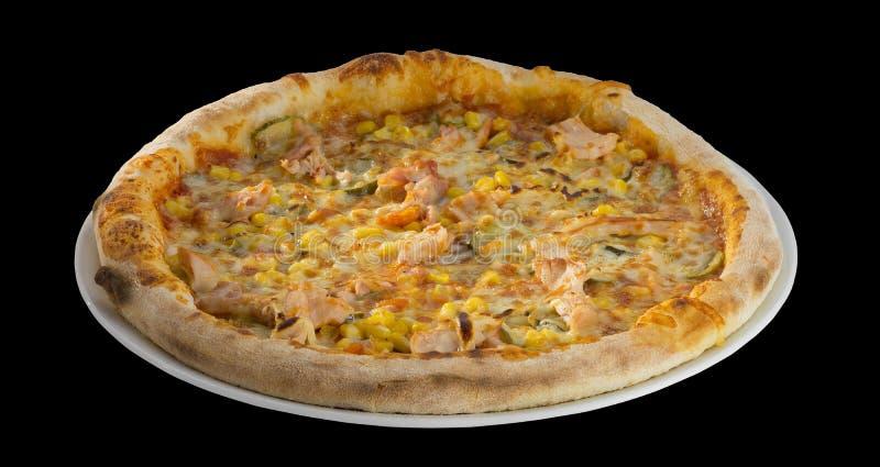Pizza con salame, i sottaceti, il formaggio ed il cereale fotografie stock libere da diritti