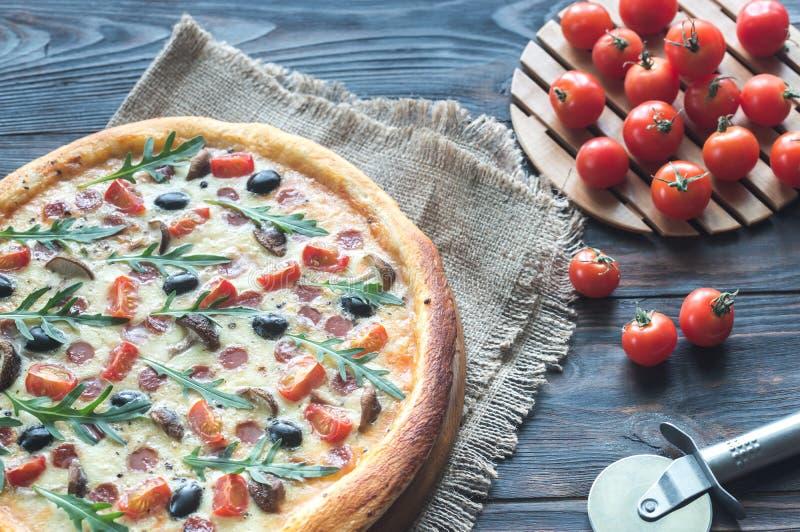 Pizza cozinhada foto de stock royalty free