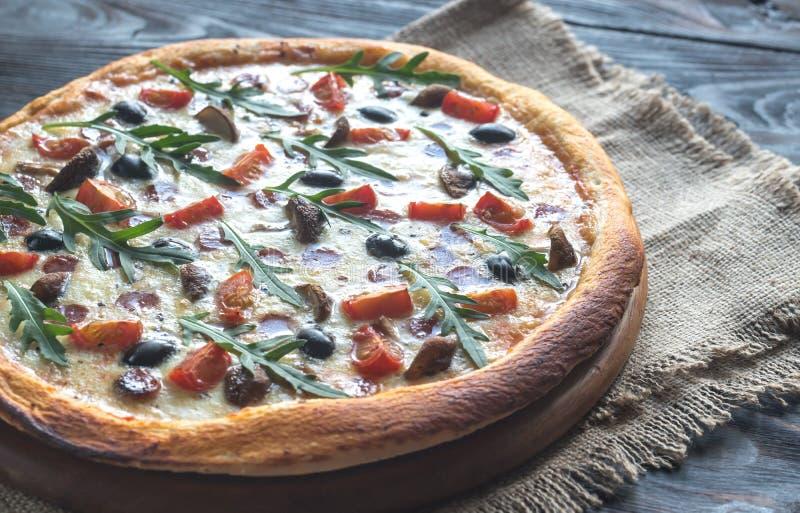 Pizza cozinhada fotografia de stock