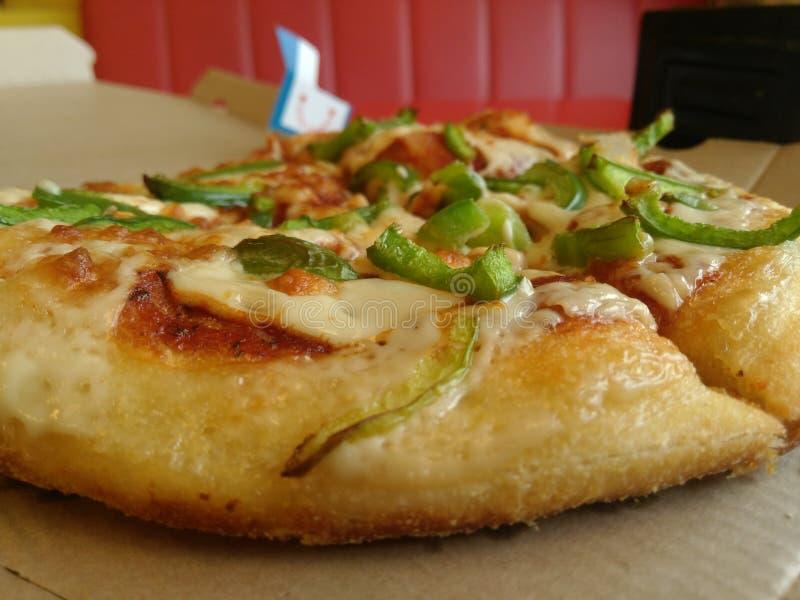 Pizza croquante savoureuse de n photographie stock libre de droits