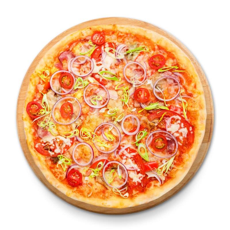 Pizza délicieuse aux oignons, au lard et à la tomate-cerise photographie stock libre de droits