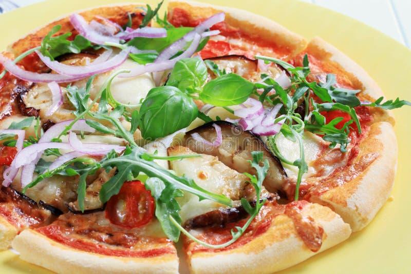 Pizza d'aubergine et de fromage photographie stock libre de droits