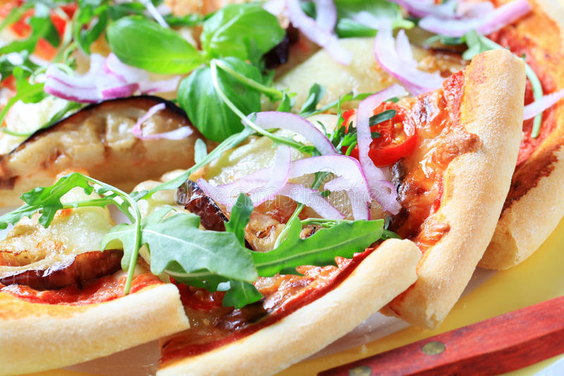 Pizza d'aubergine et de fromage images stock