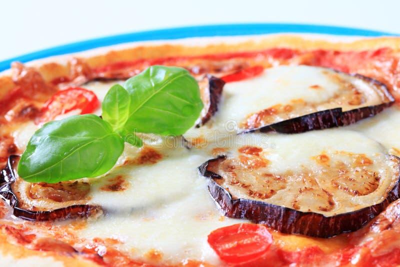 Pizza d'aubergine et de fromage image libre de droits