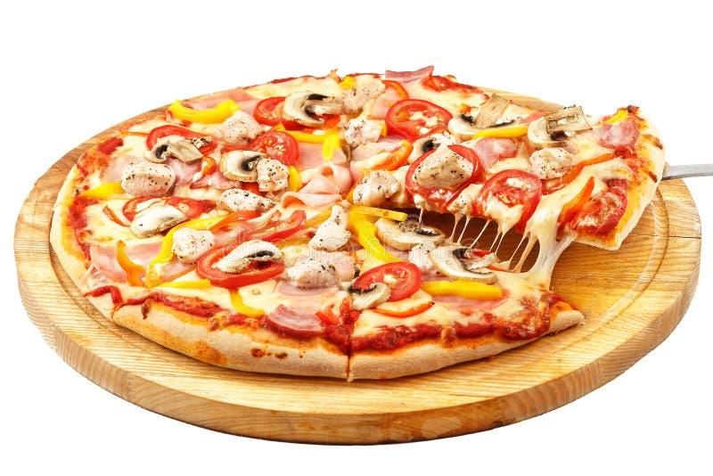 Pizza da carne, mussarela, presunto, bacon, galinha, pimentas, tomates, fotos de stock royalty free