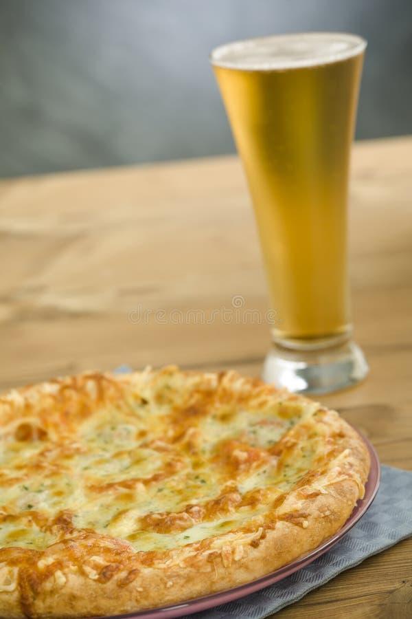 pizza de bière photos stock