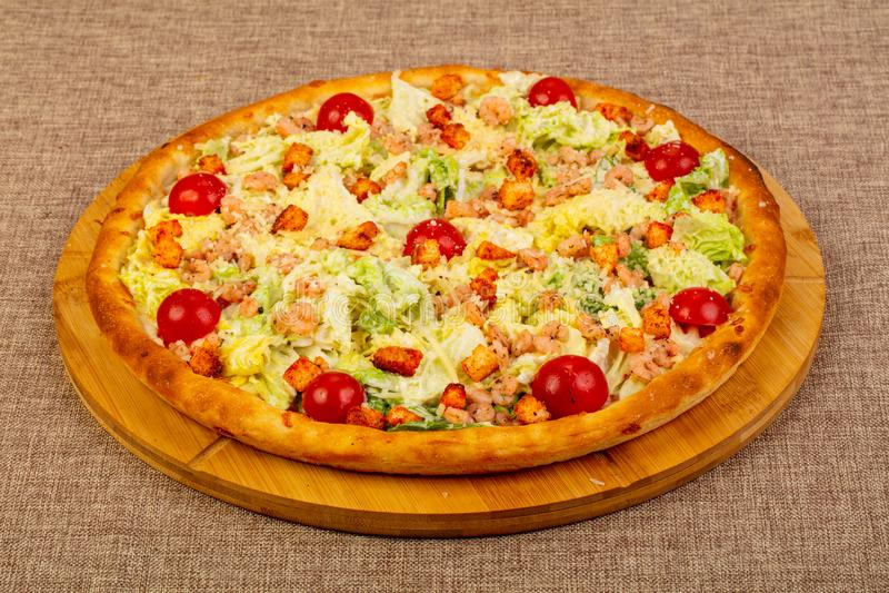 Pizza de César avec la crevette rose photo libre de droits