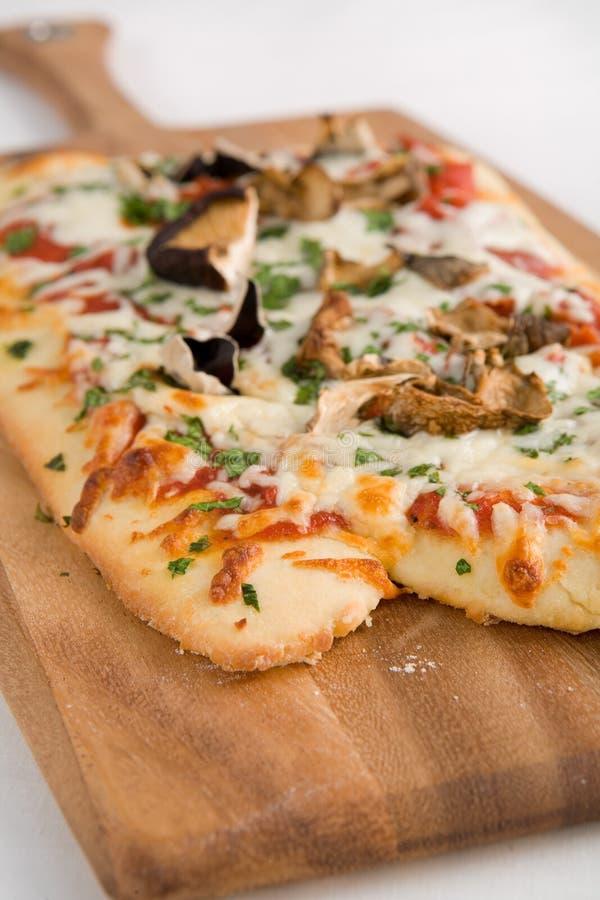 Pizza de champignon de couche photographie stock libre de droits