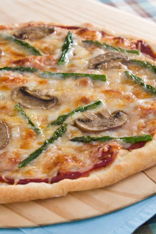 Pizza de champignon de couche d'asperge images stock